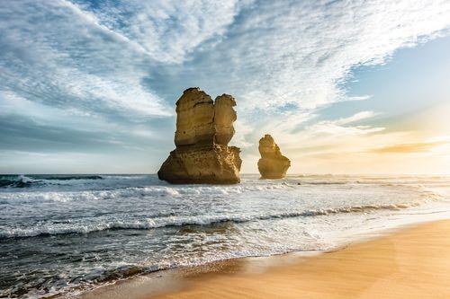 十二門徒的其中一個巨岩豎立在海灘旁