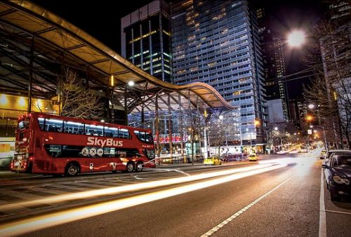 墨爾本機場節駁巴士停靠在南十字星火車站前